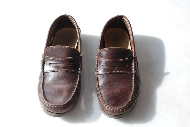 Sapatos de pele verdadeira