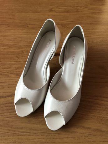 Buty szpilki białe na niskim obcasie ślubne 38 NOWE