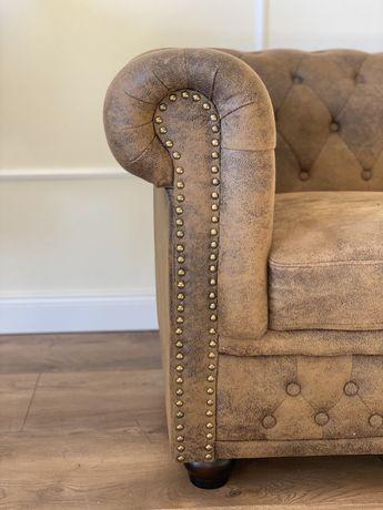 Stylowa dwuosobowa sofa w stylu angielskim Chesterfield - stan idealny