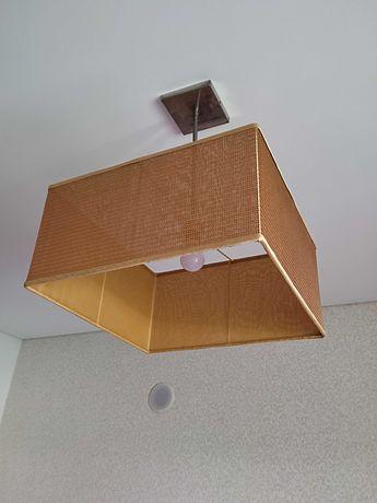 Candeeiros de quarto (teto e mesas de cabeceira)