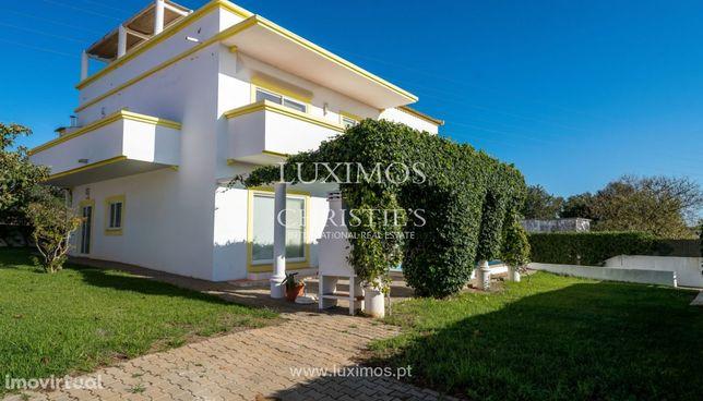 Venda de moradia com piscina e jardim em Altura, Castro Marim, Algarve