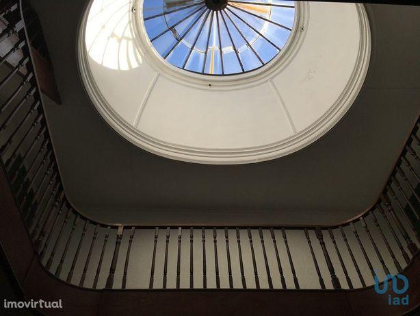 Prédio - 1129 m² - T0