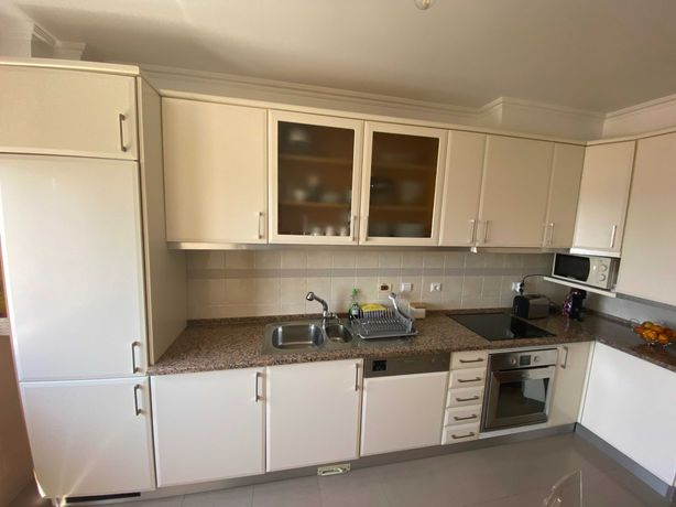 Cozinha completa em excelente estado de conservação