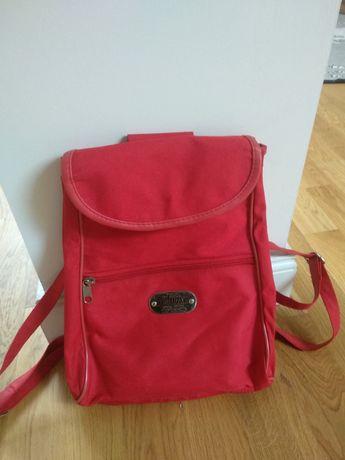 Mały plecaczek kolor czerwony