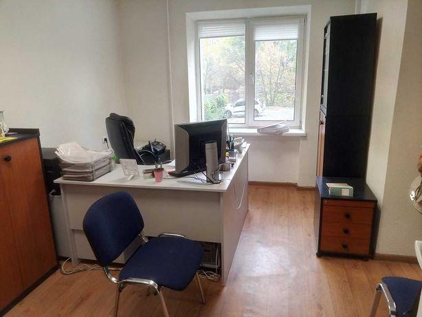 Продам 2-х комнатную квартиру 36 кв.м рядом  метро + склад 86 кв.м.