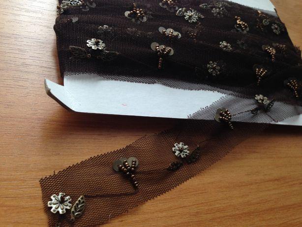 Тесьма уникальная, расшита бисером, пайетками и декором в виде листьев