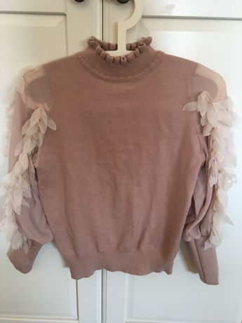 Sweter w kolorze pudrowego różu.