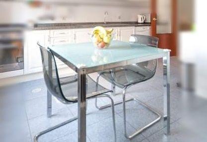 Mesa refeição IKEA e cadeira