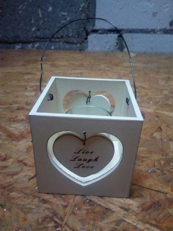 Drewniane pudełko- świecznik, latarenka