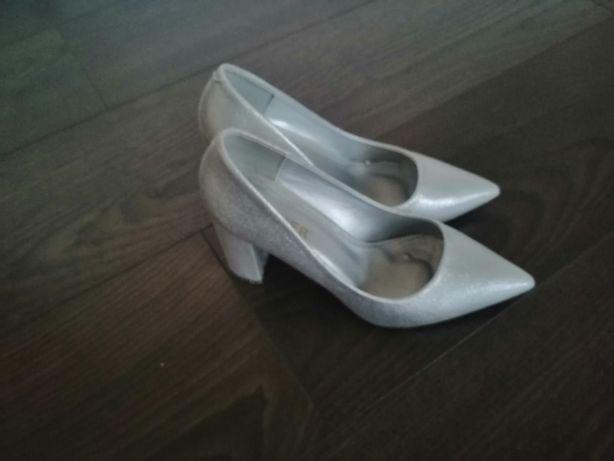 Buty na słupku srebrne Nowe 36