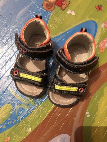Босоніжки, ( босоножки),сандалі, тапочки, хатнє взуття