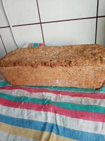 Chleb z pysznymi dodatkami