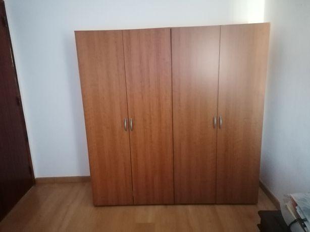 2 Roupeiros/armários castanhos