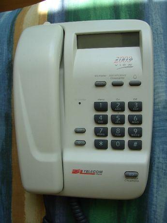 Telefon kablowy, domowy TELECOM SIRIO 2000 pokazuje numer dzwoniącego