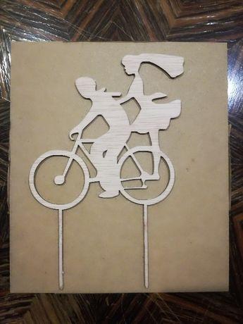 Topper na tort weselny Para Młoda na rowerze