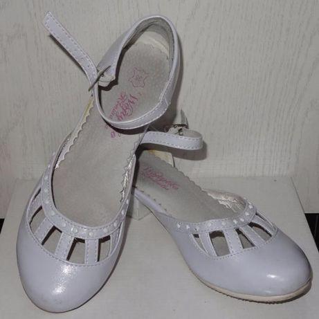 Białe pantofelki dziewczęce, r 35