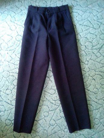 Черные брюки для школьника (рост - 140 см)
