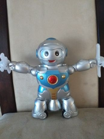 Zabawka robot gra, swieci