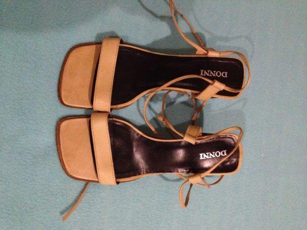 sandálias em Pele - como novas - nrs 36