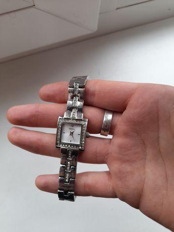 Оригинальные наручные часы Sekonda с камнями  Сваровски