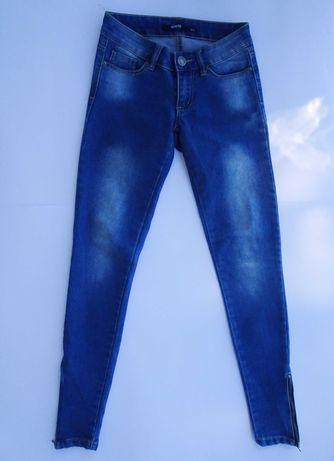 Spodnie jeansowe rurki Sinsay.