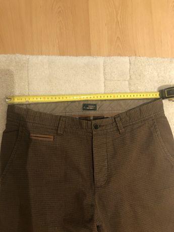 Spodnie brązowe w drobną krateczkę. Rozmia 44-L