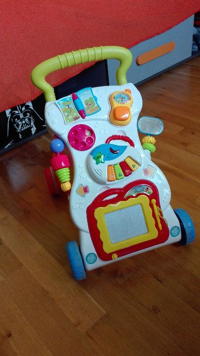 Chodzik-pchacz dla niemowląt