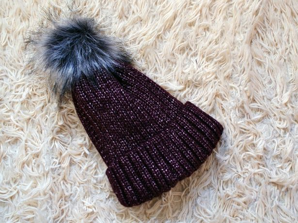 czapka z pomponem bordo