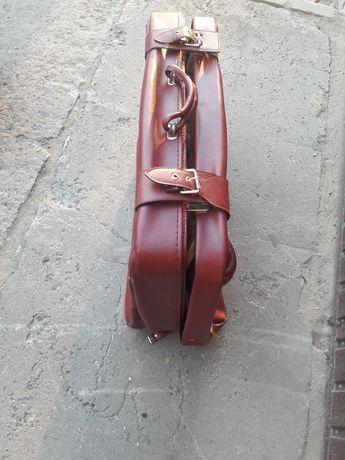 Stara walizka bordowa