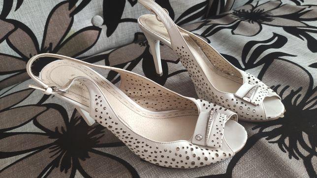 Продам шкіряні туфлі,босоніжки,туфли