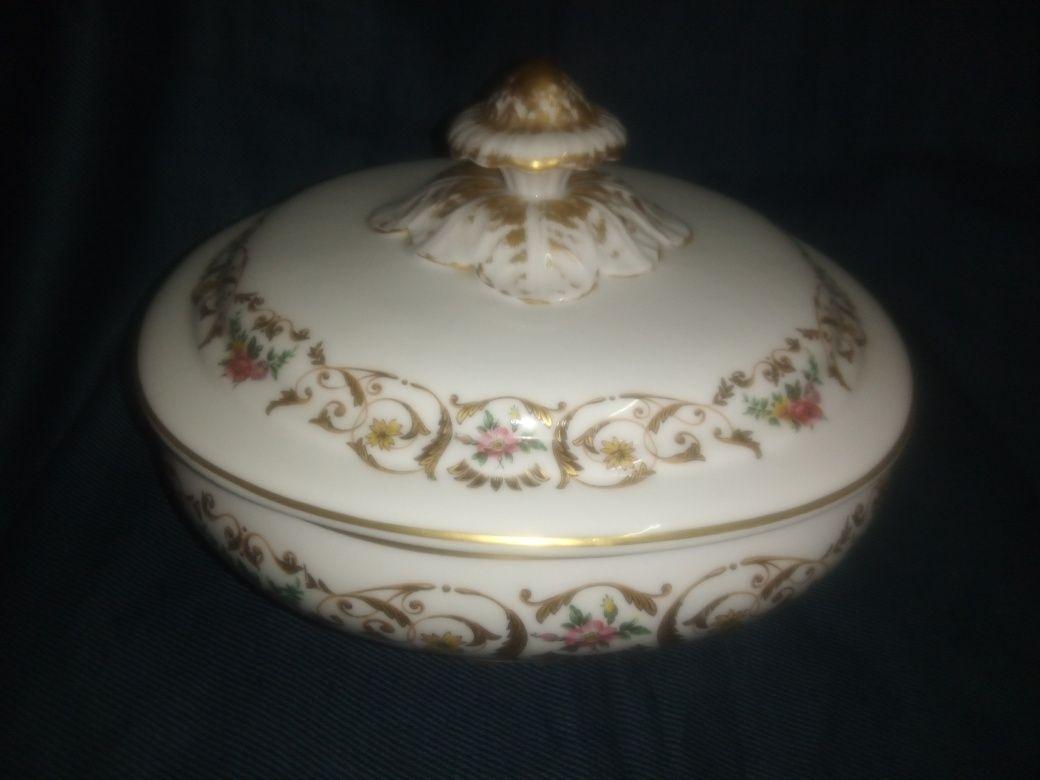 Linda antiga terrina em porcelana Vista Alegre