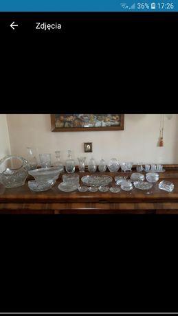 Zestaw kryształów: misy, wazon, karafki, talerzyki i inne