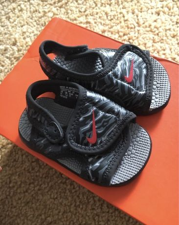 Nowe sandalki nike 17