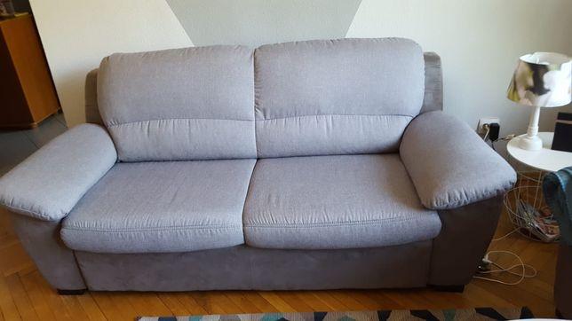 Dwie szare sofy