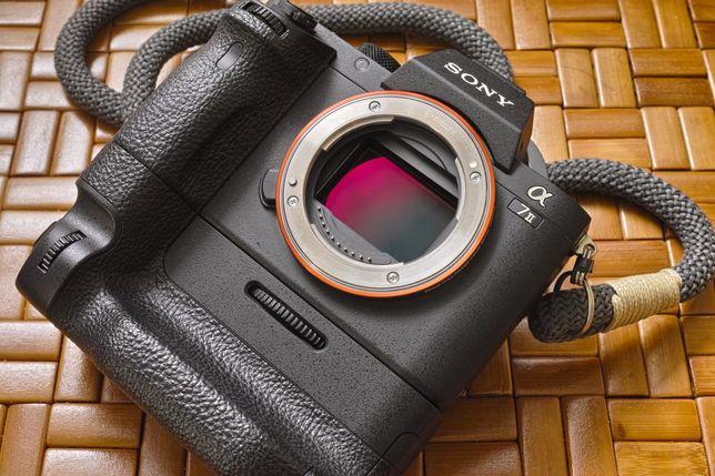 Sony A7ii + grip VG-C2EM  ||  OKAZJA! świetny zestaw (MKII, mk2, a7II)