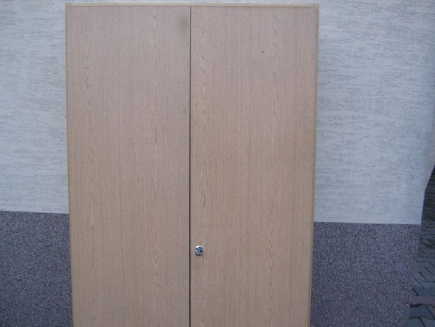 Szafa dwudrzwiowa solidna z półkami