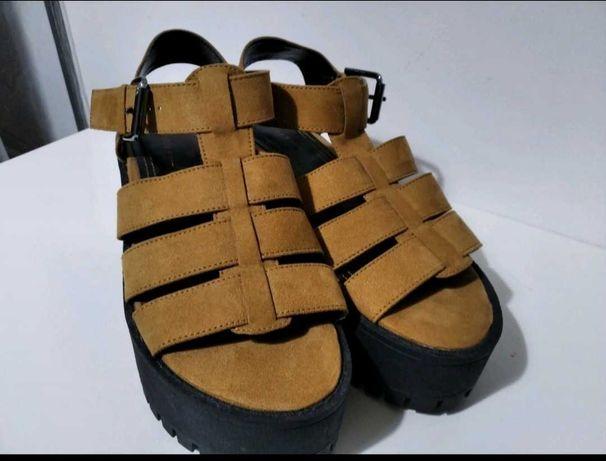Nowe sandały na platformie bershka