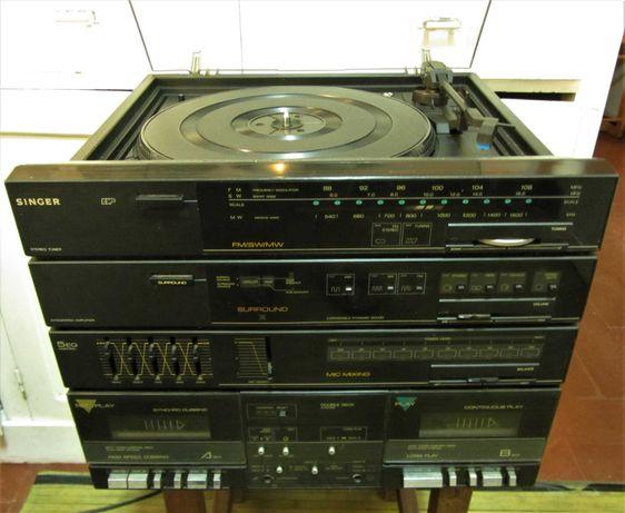 Aparelhagem SINGER gira-discos, 2 leitores de cassetes, rádio, colunas