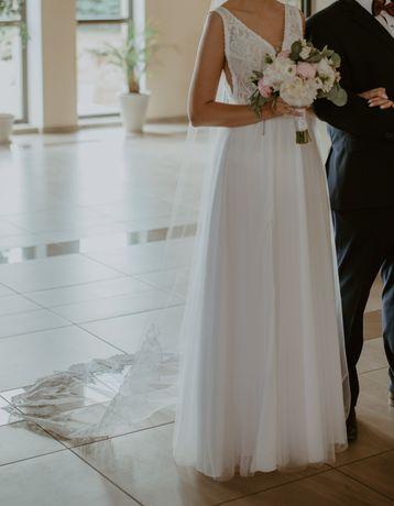 Suknia ślubna z cyrkoniami