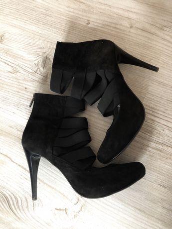 Czarne zamszowe buty paski obcas r 38