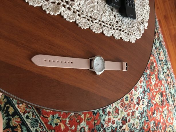 Продаются женские (молодежные) часы