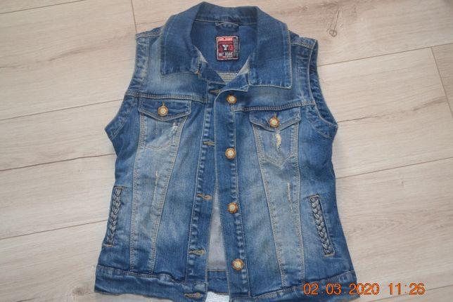 Продам джинсовый жилет на девочку