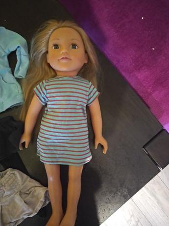 Sprzedam śliczną lalkę z dodatkowymi ubrankami