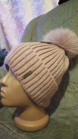 Женская шапка с пумпоном