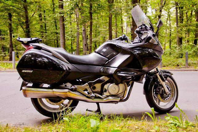 Wygodny turystyk Honda NTV 700 Deauville ABS z nowym OC