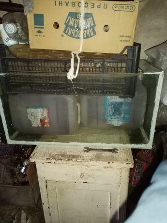 Продам аквариум на 60-70литров