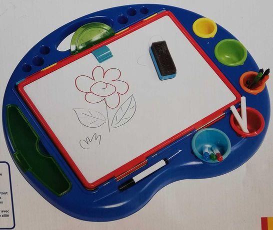 Cavalete de atividades de mesa, dos 3-5 anos, dá p/ usar dos 2 lados.