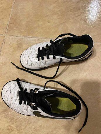 Buty halowe dziecięce Nike roz.19,5 cm