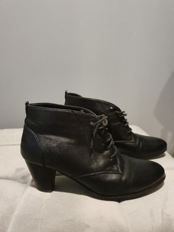 Czarne botki na obcasie r. 40