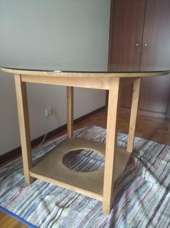 Mesa redonda com vidro ( 1 m diâmetro)
